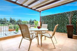 Терраса. Кипр, Аргака : Великолепная вилла с видом на море, с 3-мя спальнями, с бассейном, ландшафтным садом, джакузи и террасой на крыше