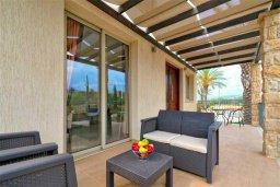 Патио. Кипр, Аргака : Великолепная вилла с видом на море, с 3-мя спальнями, с бассейном, ландшафтным садом, джакузи и террасой на крыше