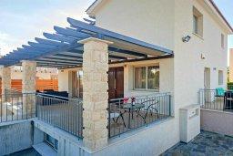 Фасад дома. Кипр, Аргака : Великолепная вилла с видом на море, с 3-мя спальнями, с бассейном, ландшафтным садом, джакузи и террасой на крыше