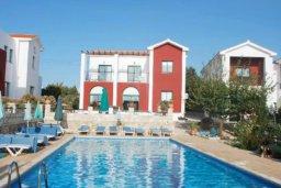 Бассейн. Кипр, Катикас : Прекрасные апартаменты с отдельной спальней  для 3-х гостей