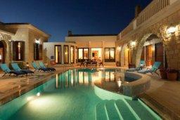 Бассейн. Кипр, Айос Теодорос : Потрясающая восхитительная вилла с 7-мя спальнями, с бассейном и двориком для 16-ти гостей