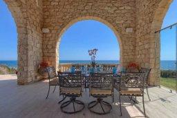 Патио. Кипр, Айос Теодорос : Потрясающая восхитительная вилла с 7-мя спальнями, с бассейном и двориком для 16-ти гостей
