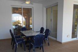 Обеденная зона. Кипр, Лачи : Роскошная пляжная вила с бассейном и зеленым двориком с барбекю, вид на море, 3 спальни, 3 ванные комнаты, парковка, Wi-Fi