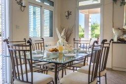 Обеденная зона. Кипр, Фиг Три Бэй Протарас : Прекрасная вилла с бассейном и зеленым двориком, 3 спальни, 2 ванные комнаты, патио, барбекю, парковка, Wi-Fi