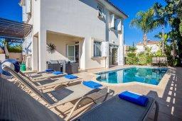 Фасад дома. Кипр, Фиг Три Бэй Протарас : Прекрасная вилла с бассейном и зеленым двориком, 3 спальни, 2 ванные комнаты, патио, барбекю, парковка, Wi-Fi