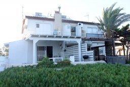 Фасад дома. Кипр, Менеу : Прекрасная пляжная вилла с двориком и видом на море, 2 спальни, барбекю, Wi-Fi