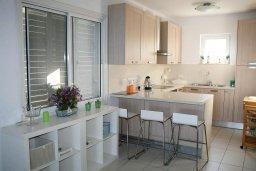 Кухня. Кипр, Менеу : Прекрасная пляжная вилла с двориком и видом на море, 2 спальни, барбекю, Wi-Fi
