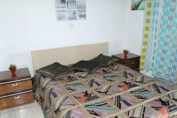 Спальня. Кипр, Менеу : Прекрасная пляжная вилла с двориком и видом на море, 2 спальни, барбекю, Wi-Fi