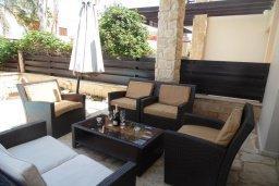 Патио. Кипр, Коннос Бэй : Современная вилла с бассейном и двориком с барбекю и патио, 100 метров до моря,