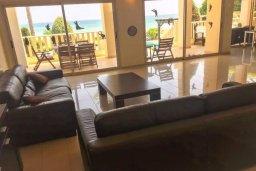 Гостиная. Кипр, Декелия - Ороклини : Роскошная пляжная вилла в Ларнаке с бассейном и двориком с барбекю, 5 спален, 5 ванных комнат, парковка, Wi-Fi