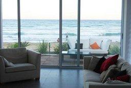 Гостиная. Кипр, Декелия - Пила : Современная пляжная вилла с бассейном и террасой с видом на море, 3 спальни, парковка, Wi-Fi
