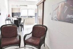 Кухня. Кипр, Ларнака город : Современный апартамент в 10 минутах ходьбы от центральной набережной, с гостиной,  тремя спальнями и балконом
