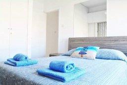Спальня. Кипр, Ларнака город : Современный апартамент в 10 минутах ходьбы от центральной набережной, с гостиной,  тремя спальнями и балконом