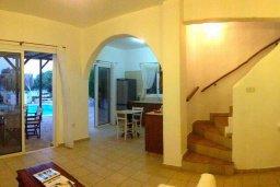 Гостиная. Кипр, Ионион - Айя Текла : Прекрасная вилла с бассейном напротив пляжа и с видом на море, 3 спальни, 2 ванные комнаты, парковка, Wi-Fi