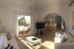 Гостиная. Кипр, Ионион - Айя Текла : Прекрасная вилла с бассейном напротив пляжа, 4 спальни, 3 ванные комнаты, парковка, Wi-Fi