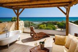 Терраса. Кипр, Ионион - Айя Текла : Прекрасная вилла с бассейном напротив пляжа, 4 спальни, 3 ванные комнаты, парковка, Wi-Fi