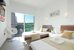 Спальня 2. Кипр, Фиг Три Бэй Протарас : Апартамент в 100 метрах от пляжа, с двумя спальнями, двумя ванными комнатами и балконом, в комплексе с бассейном, тренажерным залом и теннисным кортом