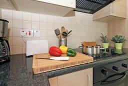 Кухня. Кипр, Коннос Бэй : Уютная двухэтажная вилла с 3-мя спальнями, с бассейном и патио, в минутах ходьбы до национального парка Cape Greco