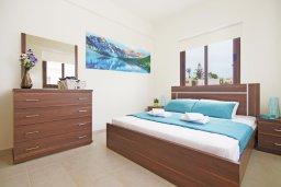 Спальня 2. Кипр, Коннос Бэй : Уютная двухэтажная вилла с 3-мя спальнями, с бассейном и патио, в минутах ходьбы до национального парка Cape Greco