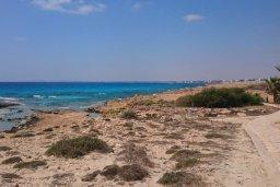 Пляж Landou в районе пляжей Аммос и Лимнария в Айя Напе