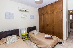 Спальня 2. Кипр, Ионион - Айя Текла : Прекрасная вилла с бассейном и приватным двориком недалеко от пляжа, 3 спальни, 2 ванные комнаты, патио, барбекю, парковка, Wi-Fi