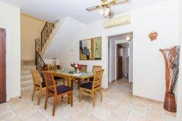 Обеденная зона. Кипр, Ионион - Айя Текла : Прекрасная вилла с бассейном и приватным двориком недалеко от пляжа, 3 спальни, 2 ванные комнаты, патио, барбекю, парковка, Wi-Fi