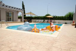 Бассейн. Кипр, Ионион - Айя Текла : Уютная вилла с бассейном и двориком с патио и барбекю, 3 спальни, 2 ванные комнаты, парковка, Wi-Fi