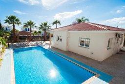 Фасад дома. Кипр, Ионион - Айя Текла : Просторная вилла с бассейном и большим двором с обеденной зоной и барбекю, 2 спальни, парковка, Wi-Fi