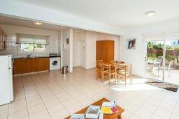 Кухня. Кипр, Ионион - Айя Текла : Просторная вилла с бассейном и большим двором с обеденной зоной и барбекю, 2 спальни, парковка, Wi-Fi