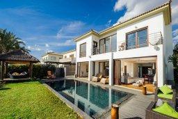 Кипр, Ионион - Айя Текла : Роскошная вилла с бассейном, патио и зеленой лужайкой, 50 метров до пляжа, 3 спальни, 3 ванные комнаты, барбекю, парковка, Wi-Fi