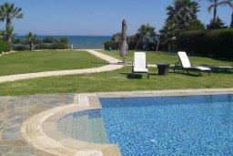 Бассейн. Кипр, Ионион - Айя Текла : Роскошная пляжная вилла с бассейном и зеленым двориком, 4 спальни, 4 ванные комнаты, парковка, Wi-Fi