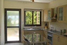 Кухня. Кипр, Ионион - Айя Текла : Роскошная пляжная вилла с бассейном и зеленым двориком, 4 спальни, 4 ванные комнаты, парковка, Wi-Fi