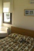 Спальня. Кипр, Ионион - Айя Текла : Роскошная пляжная вилла с бассейном и зеленым двориком, 4 спальни, 4 ванные комнаты, парковка, Wi-Fi