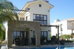 Фасад дома. Кипр, Ионион - Айя Текла : Роскошная пляжная вилла с бассейном и зеленым двориком, 4 спальни, 4 ванные комнаты, парковка, Wi-Fi