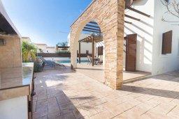 Территория. Кипр, Ионион - Айя Текла : Современная вилла с бассейном и двориком с барбекю, 100 метров до пляжа, 3 спальни, 2 ванные комнаты, парковка, Wi-Fi