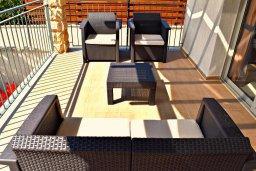 Патио. Кипр, Аргака : Прекрасная вилла с бассейном и джакузи, 100 метров до пляжа, 3 спальни, 2 ванные комнаты, игровая комната, патио, барбекю, парковка, Wi-Fi