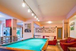 Развлечения и отдых на вилле. Кипр, Айос Тихонас Лимассол : Роскошная вилла с бассейном и патио, 4 спальни, 5 ванных комнаты, кабинет, 2 гостиные, игровая комната, барбекю, парковка, Wi-Fi