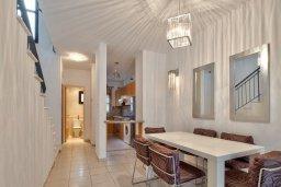 Обеденная зона. Кипр, Центр Лимассола : Прекрасный таунхаус в комплексе с двумя бассейнами, 2 спальни, 2 ванные комнаты, парковка, Wi-Fi