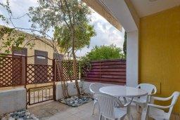Терраса. Кипр, Центр Лимассола : Прекрасный таунхаус в комплексе с двумя бассейнами, 2 спальни, 2 ванные комнаты, парковка, Wi-Fi
