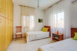 Спальня 2. Кипр, Пиргос : Прекрасная вилла с бассейном в 100 метрах от пляжа, 3 спальни, 2 ванные комнаты, парковка, Wi-Fi