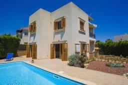 Фасад дома. Кипр, Пиргос : Прекрасная вилла с бассейном в 100 метрах от пляжа, 3 спальни, 2 ванные комнаты, парковка, Wi-Fi