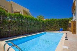 Бассейн. Кипр, Пиргос : Прекрасная вилла с бассейном в 100 метрах от пляжа, 3 спальни, 2 ванные комнаты, парковка, Wi-Fi