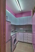 Кухня. Кипр, Центр Лимассола : Прекрасный апартамент в 100 метра от пляжа, гостиная, отдельная спальня, большой балкон с видом на море