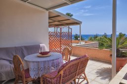 Балкон. Кипр, Центр Лимассола : Прекрасный апартамент в 100 метра от пляжа, гостиная, отдельная спальня, большой балкон с видом на море