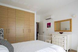 Спальня. Кипр, Центр Лимассола : Современный апартамент в комплексе с большим бассейном, гостиная, отдельная спальня и терраса