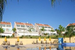 Территория. Кипр, Центр Лимассола : Современный апартамент в комплексе с большим бассейном, гостиная, отдельная спальня и терраса