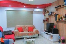 Гостиная. Кипр, Айос Тихонас Лимассол : Прекрасный апартамент недалеко от пляжа, с гостиной и отдельной спальней