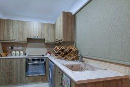 Кухня. Кипр, Айос Тихонас Лимассол : Прекрасный апартамент недалеко от пляжа, с гостиной и отдельной спальней