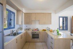 Кухня. Кипр, Пернера Тринити : Прекрасная вилла в 100 метрах от пляжа и с видом на море, 4 спальни, 3 ванные комнаты, барбекю, парковка, патио, Wi-Fi