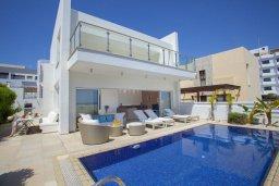 Фасад дома. Кипр, Фиг Три Бэй Протарас : Современная вилла с бассейном в 100 метрах от пляжа, просторная гостиная с большой кухней, 5 спален, 5 ванных комнаты, патио, барбекю, парковка, Wi-Fi